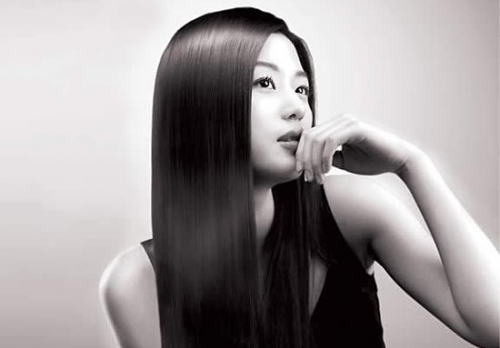 Care-hair-and-restore-damaged-hair-to-become-silky-with-locust-2