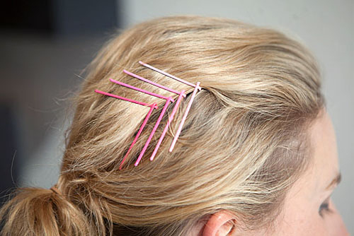 Create-beautiful-hairstyles-with-small-clips-1